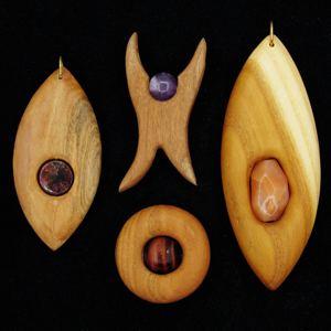 Kategoriebild Holzschmuck mit Heilsteinen
